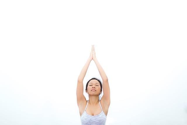 číňanka medituje