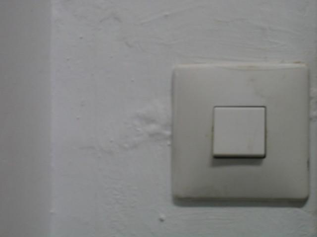 bílý vypínač